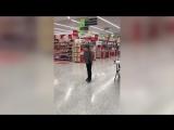 Whos Lovin You в исполнении 10-летнего мальчика в супермаркете