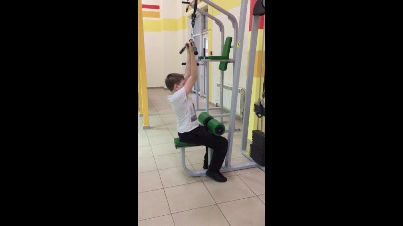 Данил Мозолин -тренинг мышц спины ( при сколиозе )