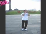 Тиктоник пацан прикольно танцует!