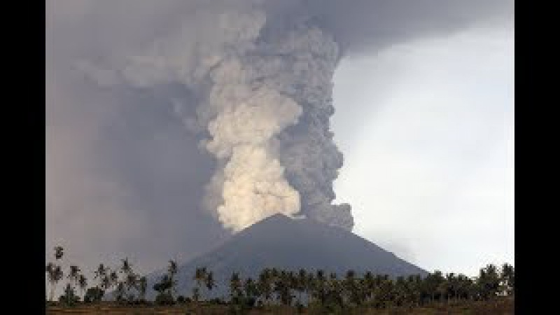 Thousands of Tourists are Stranded in Indonesia as Mount Agung Eruption 'Imminent'