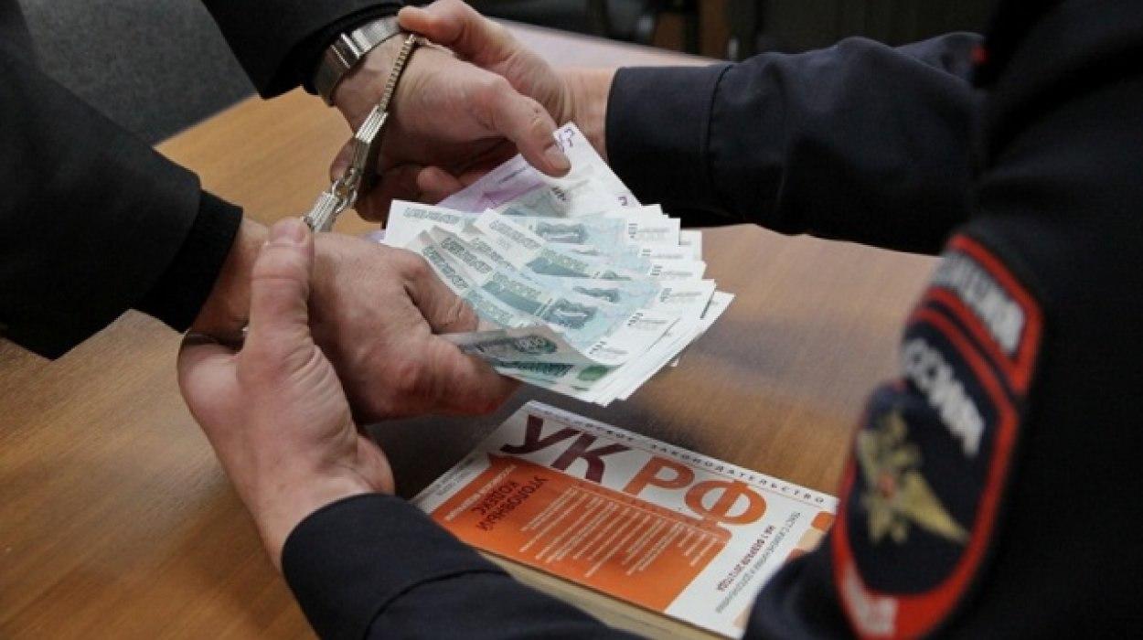 Покушение на дачу взятки должностному лицу ГИБДД грозит уголовным преследованием