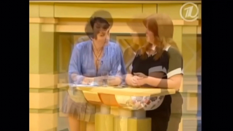 Сексапильная Лолита Милявская, в очень короткой юбки находка для мужика что бы подрачить