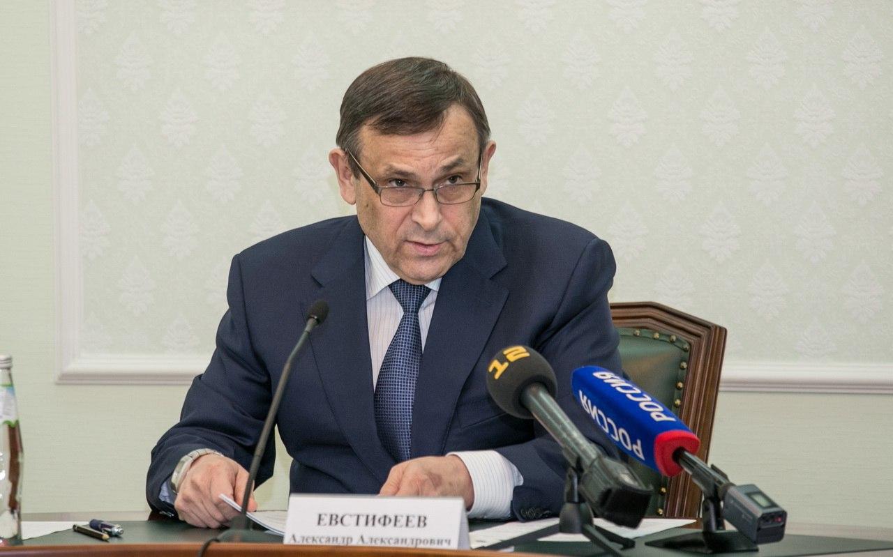 Евстифеев поздравил работников органов прокуратуры с профессиональным праздником