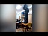 Школьник читает матерный рэп на уроке музыки