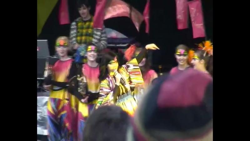 Бьорк просит спеть Happy Birthday для трубачки Сильвии (2008)
