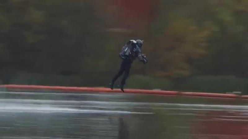 Британец изобрел летающий костюм