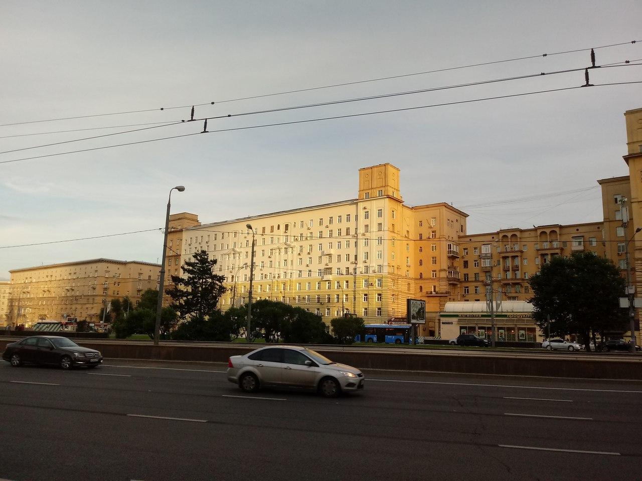 Как раскрашивают Москву