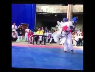 Single leg kick. ....Respect