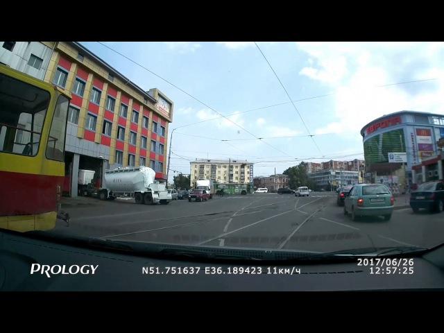 Столкновение Nissan и ВАЗ-2115 в Курске