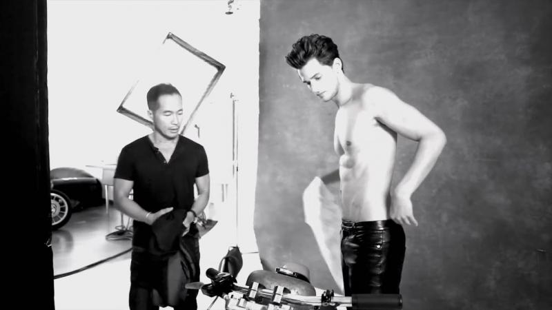 Гарретт Нэфф примерил кожаные брюки для фотосессии August Man Malaysia