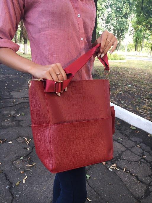 Невероятная сумка в стиле Валентино с гитарным цветным ремешком