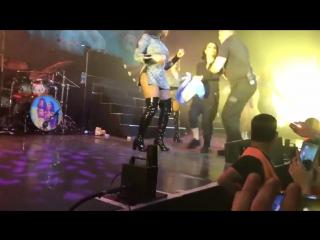Becky G expulsada del escenario durante el concierto de Fifth Harmony en Argentina