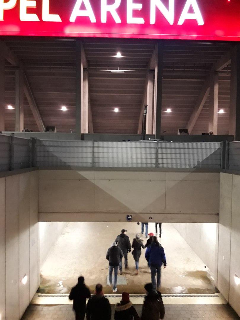 туннель к гостевому на Опель Арене