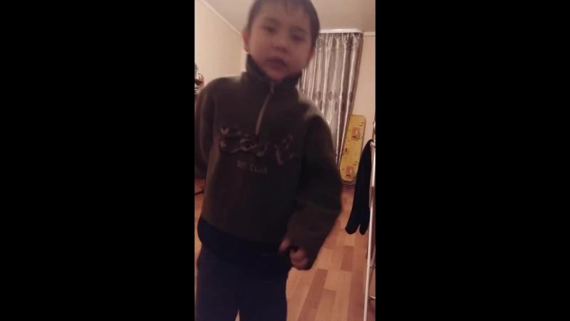 Андрей танцует