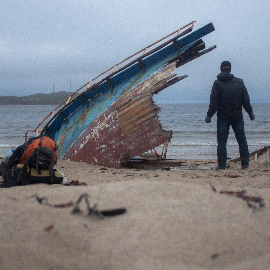 Разбитая лодка