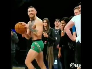 Открытая тренировка Конора с элементами баскетбола