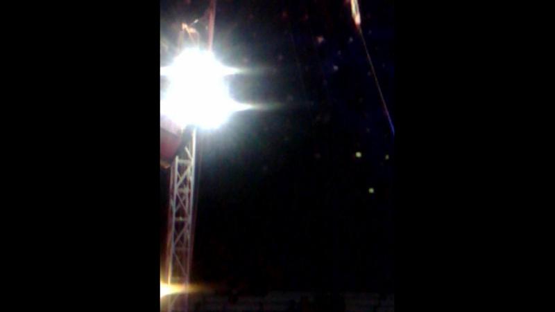моя девочка под куполом цирка!