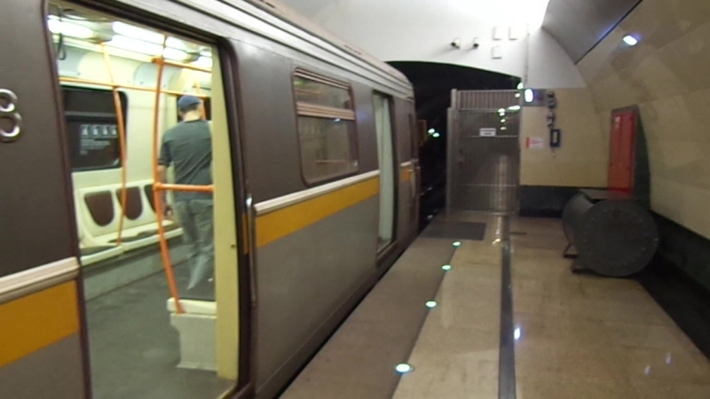 Яуза на станции Марьина Роща, вагоны модели 81-720.1/721.1