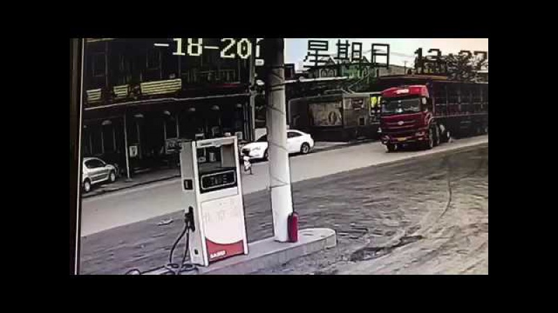Truck narrowly avoids a disaster