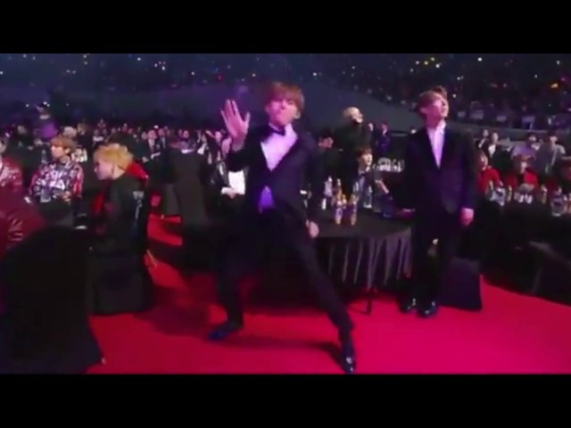 BTS 방탄소년단 Seoul Music Awards 2017 서울가요대상 V doing the Nae Nae