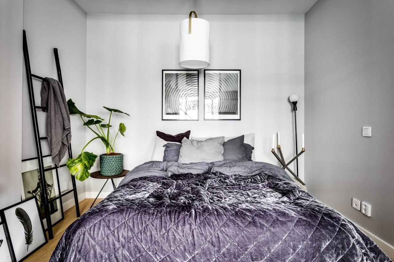 Скандинавская квартира-студия 53 м со спальней за стеклянной перегородкой.