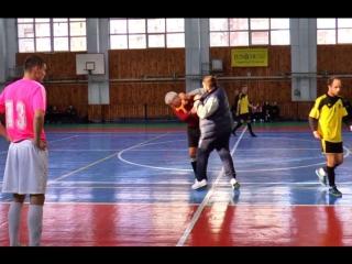 Тренер нокаутировал судью во время матча в Харькове