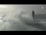 Маяк в шторм ( пролив Ла-Манш, Франция, 8.02.2016)
