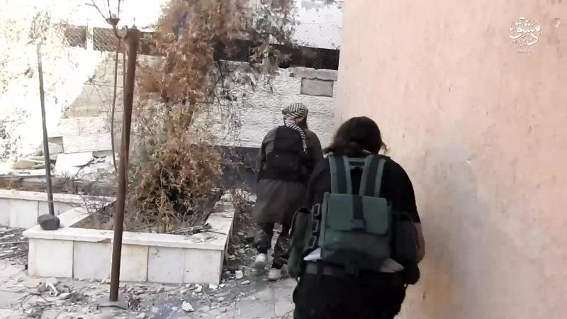 PROPAGANDE : DAESH dépeint des batailles urbaines au camp de Yarmouk dans le sud de Damas
