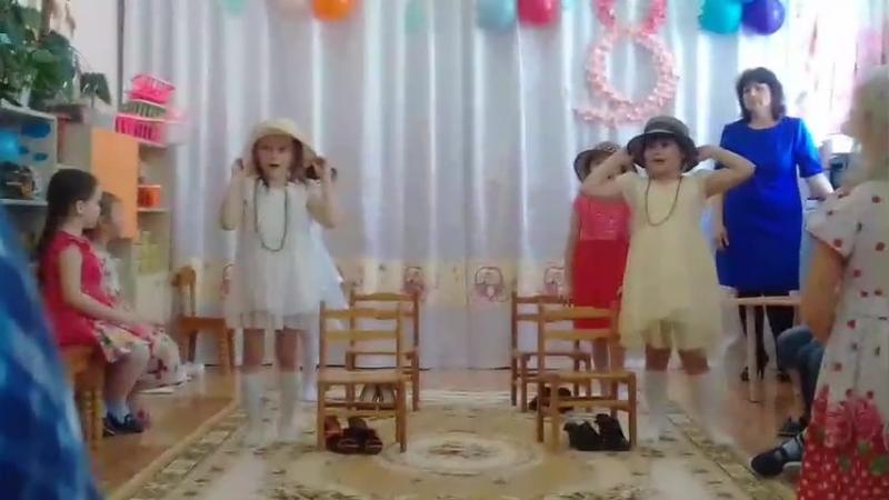 Танец маленьких модниц для мам
