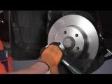 Мерседес W204 замена передних тормозных колодок и дисков