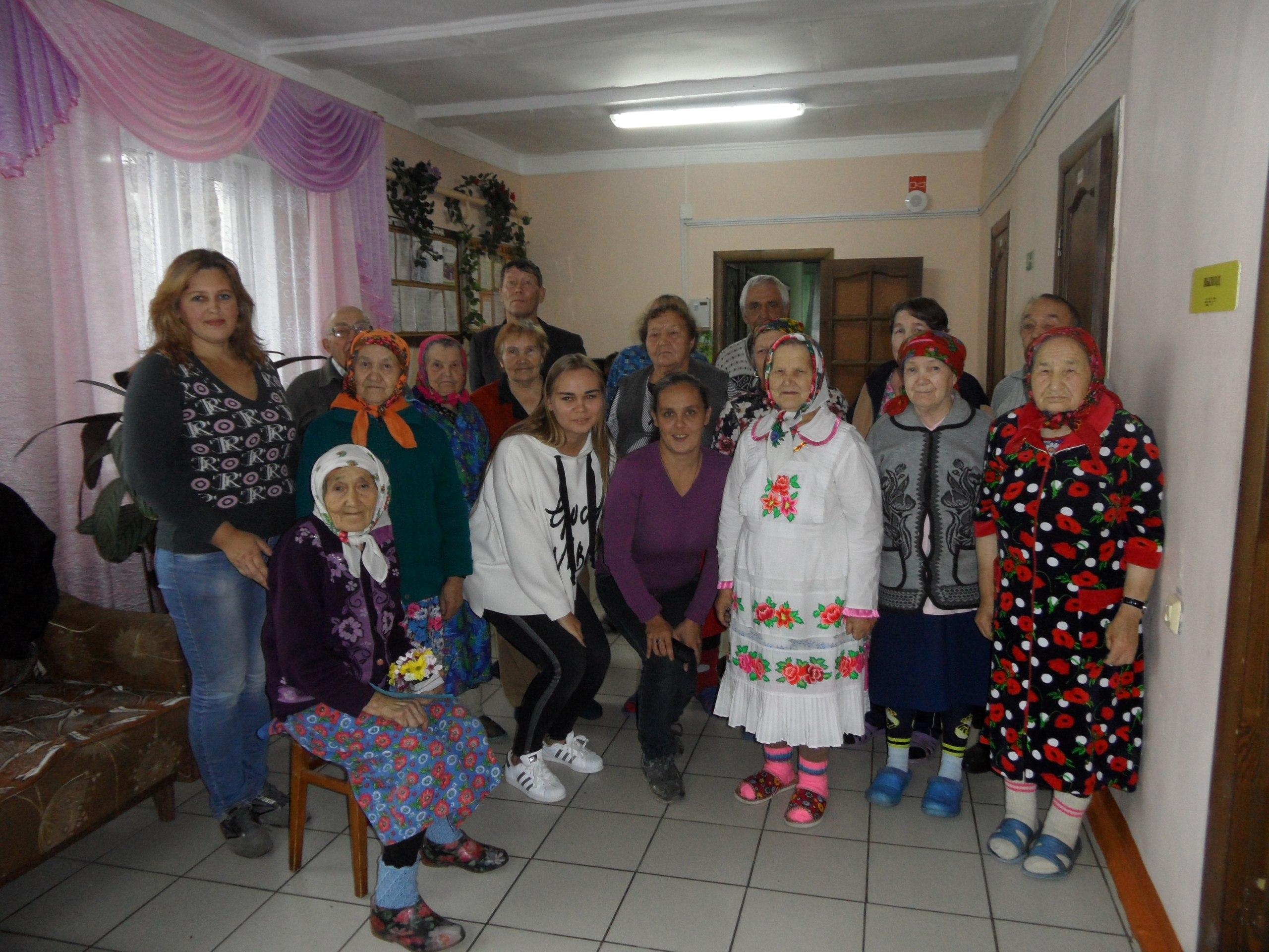 Поздравили в доме престарелых с днем пожилых людей лечебная физкультура на дому для пожилых