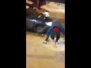 В Уфе на обледенелом тротуаре бабушка топором прорубила ступеньки