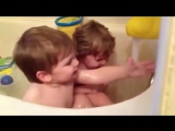 Twin Baby Bathtime - Babies discover the Bath for the first time