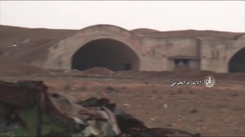 Visite de laéroport militaire dAbu Dhuhour récemment capturé par larmée arabe syrienne