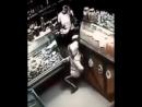 В мессенджерах и соцсетях распространяется шокирующее видео убийства в магазине сообщает ДПС Контроль