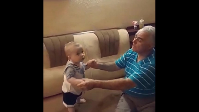 Дедушка занимается с внуком