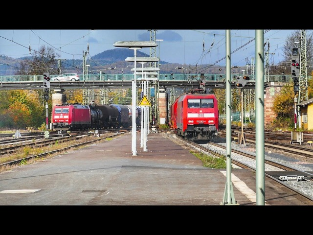 2 Güterzüge in Parallelfahrt im Bahnhof Bebra in Nordhessen...........