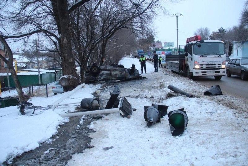 В Черкесске два человека чудом не погибли в ДТП