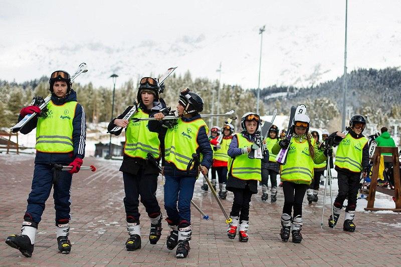 Около 500 школьников обучат горнолыжному спорту в Зеленчукском районе