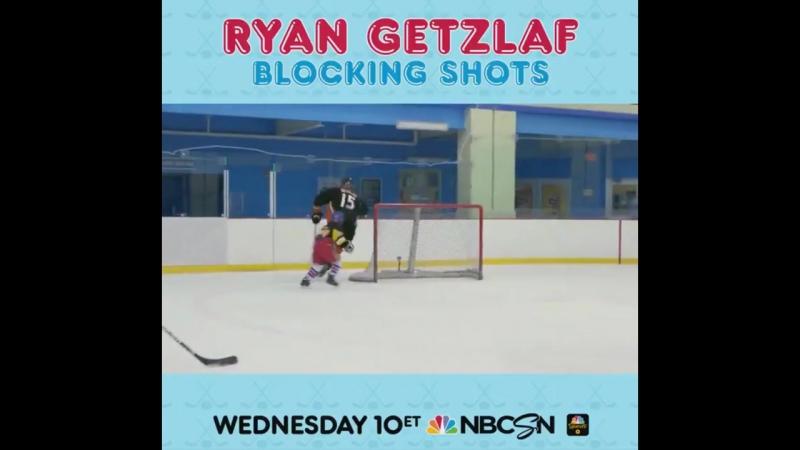 Ryan Getzlaf plays with children