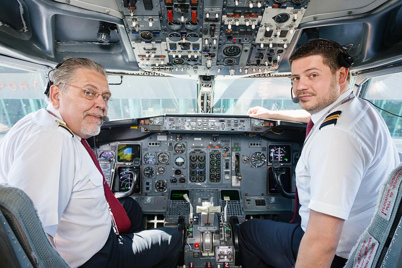 Пилоты в кабине