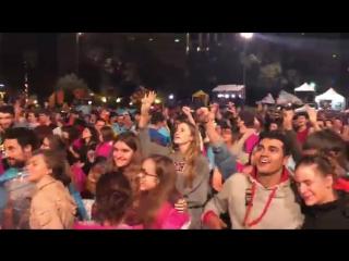 Президент Каталонии объявил результаты референдума. Каталонцы поют гимн и плачут