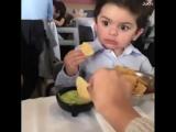 Когда ты не очень любишь делиться едой