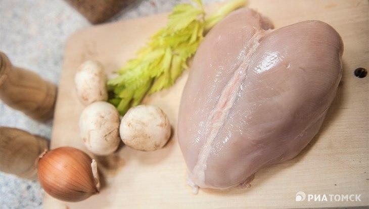 Специалисты нашли сальмонеллу в мясе птицы в магазинах Стрежевого