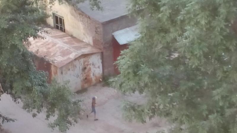 27.07.2017 Детские игры и прилетающие камни по припаркованным ТС