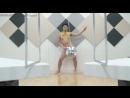Голый китаец танцует с шариком
