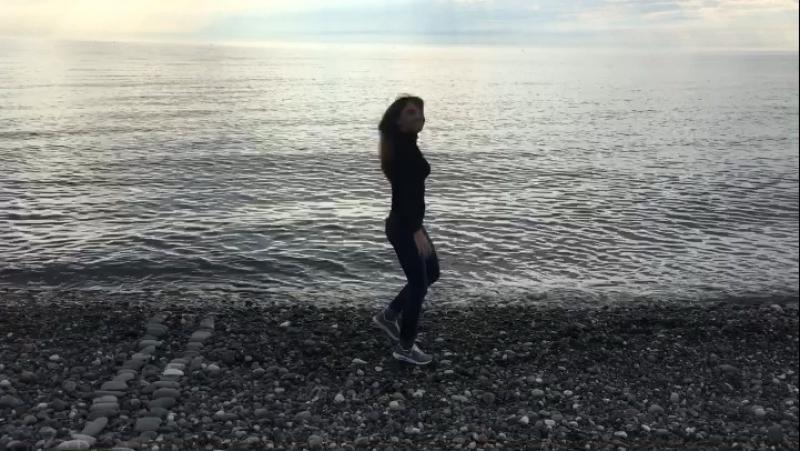 Я тоже свалился в мечту, как в море. И меня унесло волной 🌊 Долгое безумие. 💕