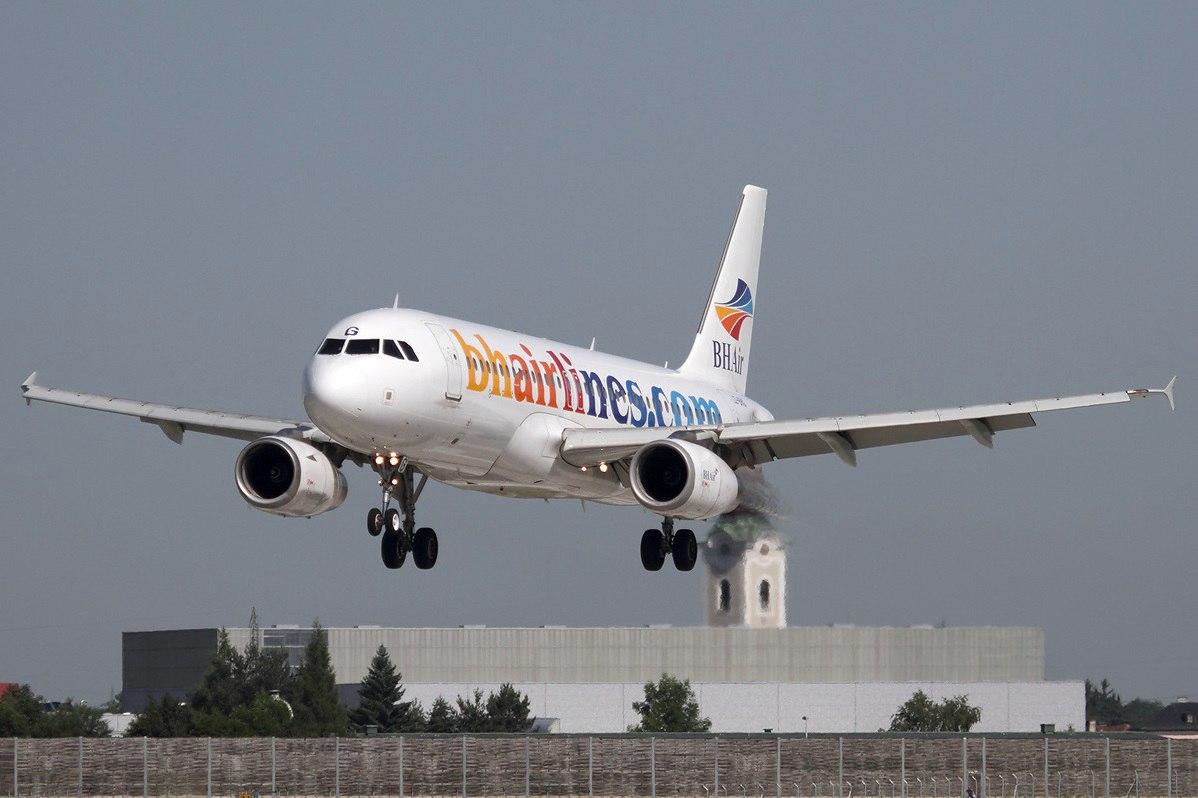 Airbus BH Air заходит на посадку