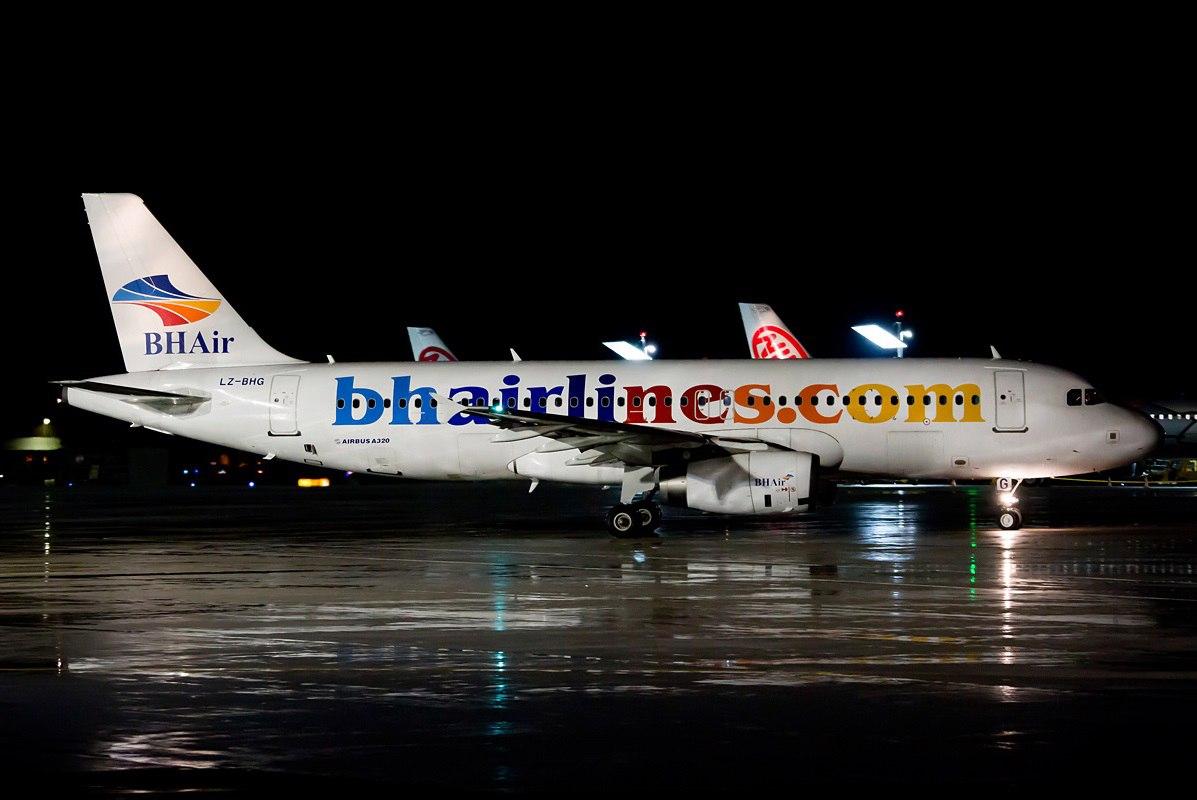 Самолет компании в аэропорту Софии