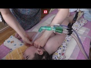 Четырехлетний Егор не может ходить, дышать и даже глотать
